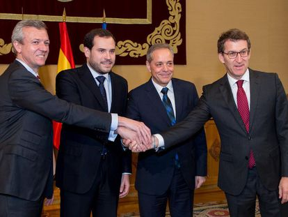 De izquierda a derecha. Alfonso Rueda, vicepresidente de la Xunta; Jorge Cubela, alcalde de Cotobade; José Balseiros, alcalde de Cerdedo y el presidente de la Xuna, Alberto Nuñez Feijóo.