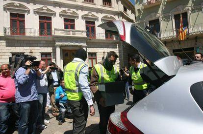 La Guardia Civil registra el Ayuntamiento de Reus.
