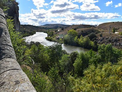Cerro de los Moros, desde la ermita de San Saturio (Soria).