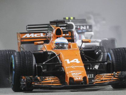 Alonso, con su McLaren en Singapur.