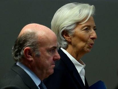 El vicepresidente del BCE, Luis de Guindos, junto a la presidenta de la entidad, Christine Lagarde, el pasado año.