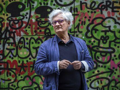 El filósofo Franco 'Bifo' Beradi, en una calle del barrio El Raval de Barcelona, el 22 de mayo.