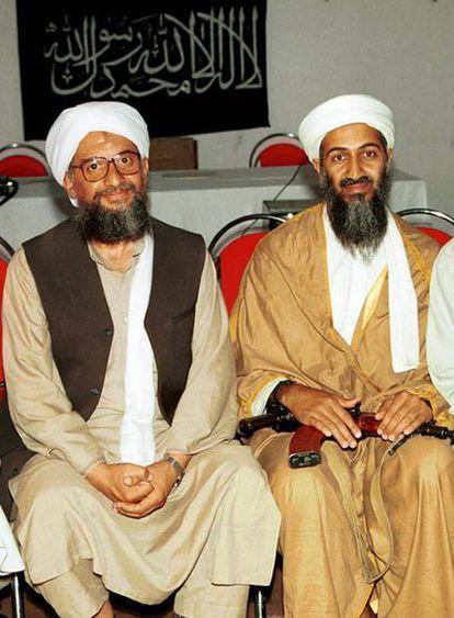 Ayman al Zawahiri (izquierda) y Osama Bin Laden, retratados en 1998 en Afganistán.