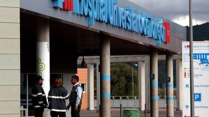 Entrada al Hospital Universitario de Torrejon de Ardoz, este domingo.