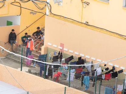 Campamento de acogida instalado en el Colegio León, en Las Palmas de Gran Canaria.