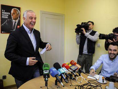 Pachi Vázquez, durante el desayuno informativo celebrado ayer en la sede del PSOE en Ourense.