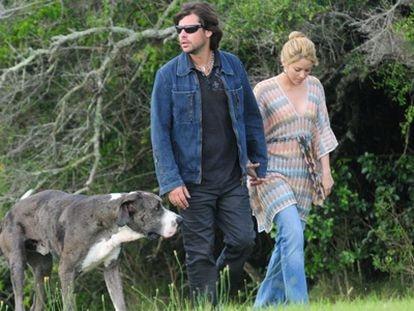 Shakira y Antonio de la Rúa paseando en Punta del Este, en Uruguay.