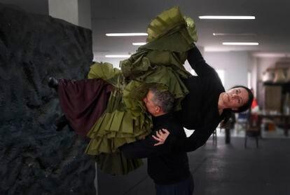 Eva Yerbabuena y Fernando Suels preparan el estreno de 'Al igual que tú', en el estudio de la bailaora.
