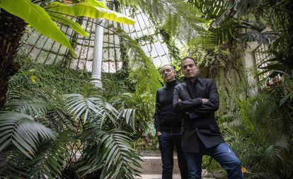Luis Luque, izquierda, y Alberto Conejero en el Jardin Botanico de Madrid.