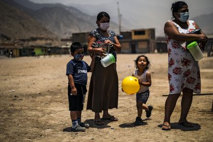 Al igual que en pandemias anteriores, la covid-19 tuvo un efecto desproporcionado sobre las mujeres y los niños.