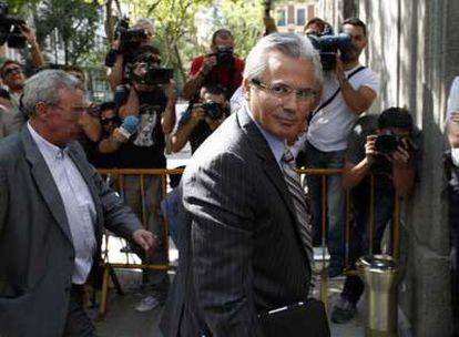 Garzón, a su llegada al Supremo para declarar por la investigación del franquismo.