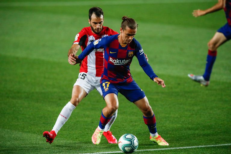 Griezmann protege la pelota ante Leuke la semana pasada en el Camp Nou.