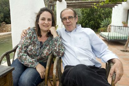 Resurrección Galera y Johannes Romes, ayer en su domicilio en Níjar (Almería).