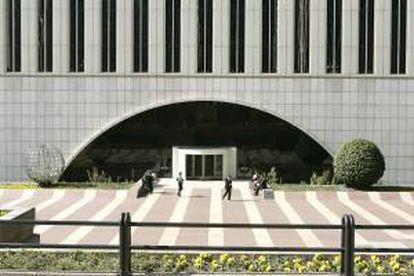 Vista parcial del edificio Torre Picasso, sede de Fomento de Construcciones y Contratas (FCC ), situada en el Complejo AZCA de Madrid. EFE/Archivo