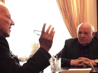 Werner Herzog y Míjail Gorbachov, en el documental.
