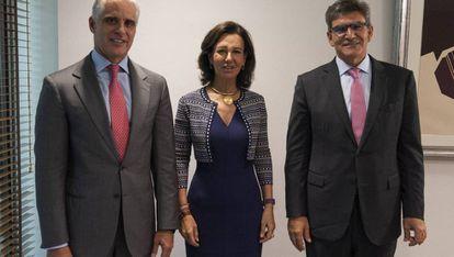 Andrea Orcel, que iba a ser 'número dos' del Santander; Ana Botín, presidenta; y José Antonio Álvarez, vicepresidente del grupo y presidente de Santander España.