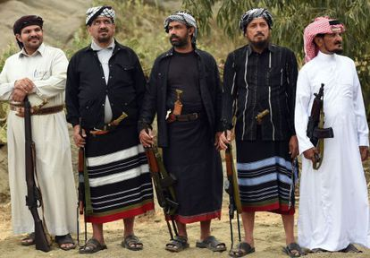 Voluntarios saudíes de las tribus Fayfa en una reunión tribal en la provincia de Jizan, cerca de la frontera con Yemen.
