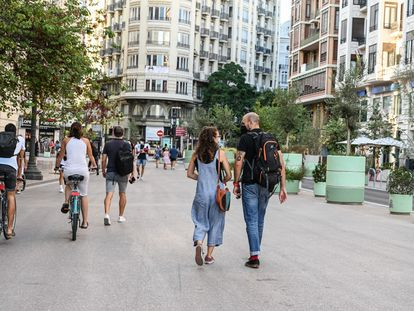 La plaza del Ayuntamiento de Valencia, peatonal.
