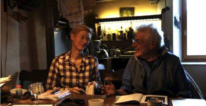 Tilda Swinton y John Berger, en en el documental 'The Seasons in Quincy'.