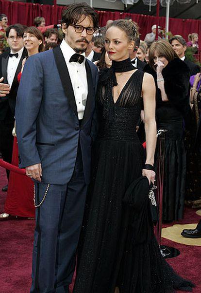 Johnny Depp junto a su entonces esposa la actriz y cantante, Vanessa Paradis.