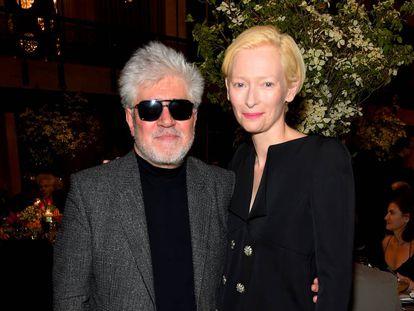 Pedro Almodóvar y Tilda Swinton, en el 50 aniversario de la Film Society del Lincoln Center, en Nueva York en abril.