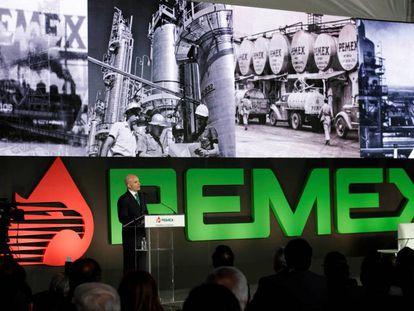 José Antonio González Anaya, director de Pemex, presenta el Plan de Negocios.