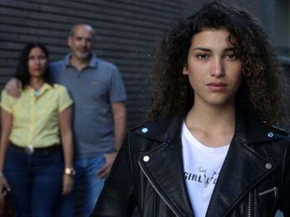 La familia De Agustín denuncia desde hace nueve años el caso de su hija, que al final ha abandonado el instituto.