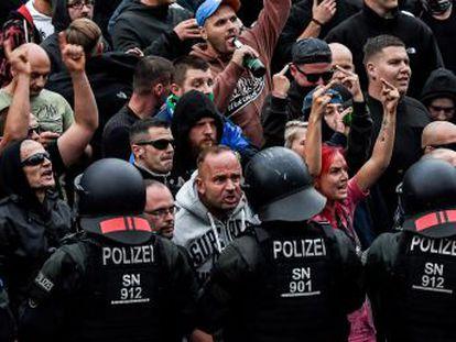 La muerte de un joven ha motivado protestas que amenazan con avivar la hostilidad contra los extranjeros