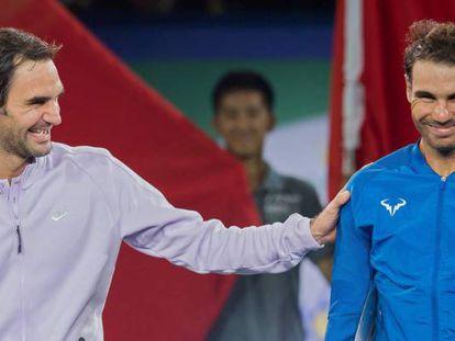 Federer y Nadal, durante la ceremonía final en Shanghái.