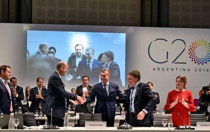 Mauricio Macri cierra el martes la cumbre de ministros de Finanzas de G20. Lo acompañan el ministro de Hacienda, Nicolás Dujovne (derecha), y el presidente del Banco Central, Federico Sturzenegger