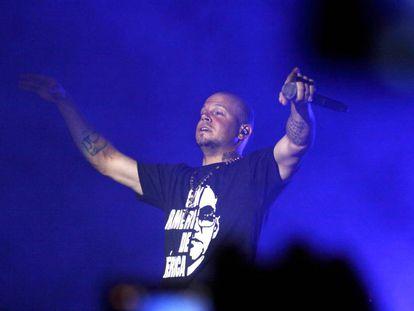 El cantate Residente durante una actuación en El Salvador en 2011.