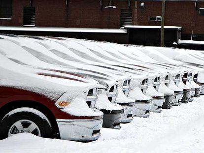 Camionetas Dodge Ram, fabricadas por Chrysler, en una explanada de Detroit.