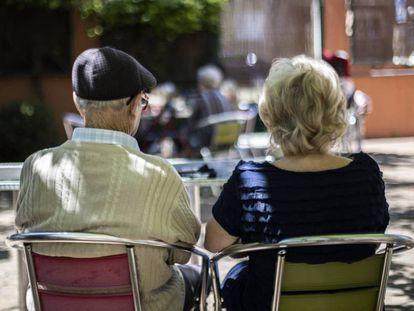 Dos ancianos, en una residencia de la Comunidad de Madrid.