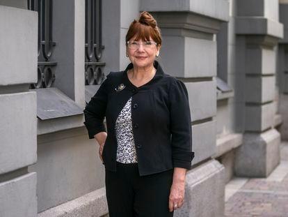 Adriana Ocampo, gerente de programas científicos de la NASA, posa cerca del Hotel Palace en Madrid.