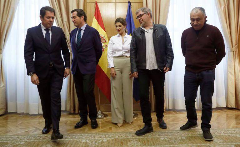 La ministra de Trabajo, Yolanda Díaz, antes de la reunión con los dirigentes de las patronales, CEOE Antonio Garamendi; y Cepyme, Gerardo Cuerva, y de los sindicatos, CCOO, Unai Sordo, y UGT, Pepe Álvarez.