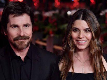 Christian Bale y su esposa, Sibi Blazic, en el Festival de Cine de Berlín este lunes.