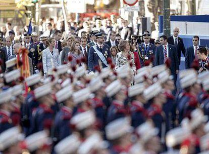 La Reina Sofía, los Príncipes de Asturias, las Infantas Elena y Cristina y el presidente del Gobierno, José Luis Rodríguez Zapatero, a su llegada al desfile militar del Día de la Fiesta Nacional.