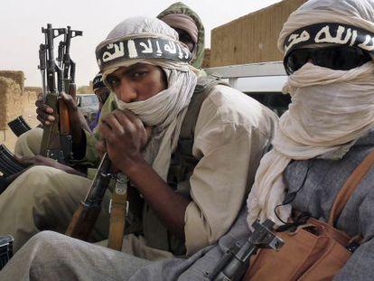Miembros de la milicia Ansar Dine, que dicen venir de Níger y Mauritania, en Kidal (Malí), en 2012.