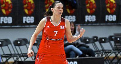 La jugadora de Rivas Ecópolis, Clara Bermejo, durante un lance del partido.