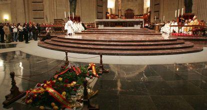 Misa en la basílica del Valle de los Caídos con motivo del 30º aniversario de la muerte de Franco.