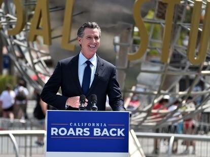 El gobernador de California Gavin Newsom, durante un acto en los estudios de Hollywood el 15 de junio.