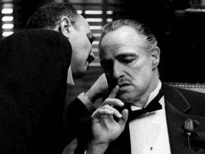 """Marlon Brando, fotografiado por Schapiro durante el rodaje de 'El Padrino'. El fotógrafo descata que Brando tenía """"un gran sentido del humor"""" y que nunca sufrió su cambiante carácter."""