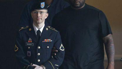El soldado Bradley Manning a la salida de los juzgados de Fort Meade.