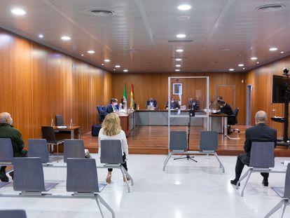 Imagen del juicio a Marisol Yagüe, su marido y un gerente municipal, en Málaga.