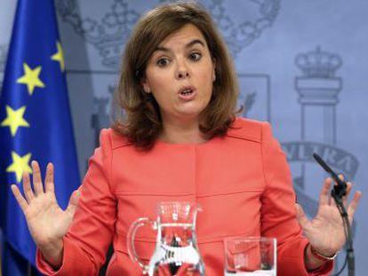 Soraya Sáenz de Santamaría da explicaciones tras el Consejo de Ministros.