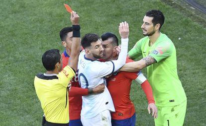 Messi y Medel expulsados en el Argentina-Chile.
