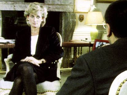 Lady Di durante su entrevista con Martin Bashir para el programa 'Panorama' de la BBC, en 1995.