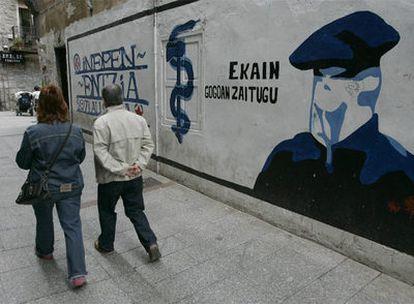 Pintada mural en Hernani a favor de ETA y de la independencia del País Vasco.