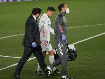 Lucas Vázquez se retira lesionado del clásico del sábado en el Alfredo di Stéfano.