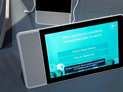 El altavoz con pantalla táctil y asistente de Google presentado por Lenovo en CES.